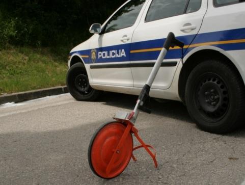U prometnoj nesreći u Bujama teško ozlijeđena biciklistica-121501