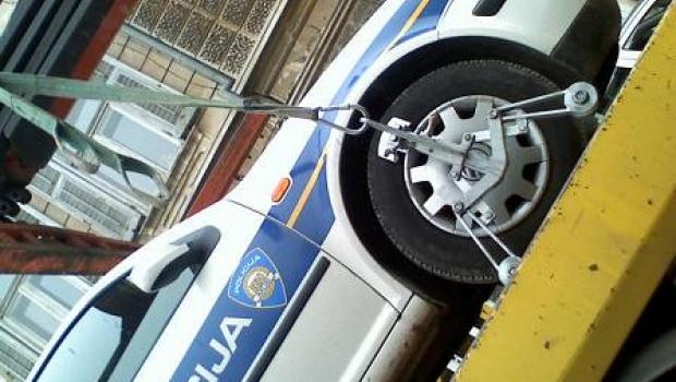 Policijsko vozilo sletjelo s kolnika zbog nesavjesne vozačice-99993