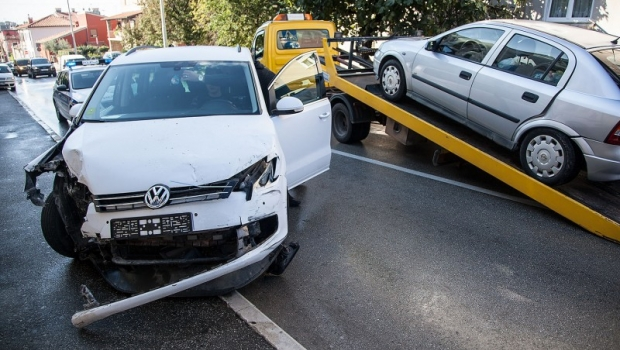 U sudaru tri automobila jedna osoba lakše ozlijeđena-82253