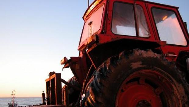 Požar izbio u garaži i zahvatio traktor-93005